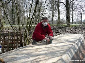 Photo: So beginnt die Saison: Stocherkahn Renovierung durch den Stocherkahnfahrer im März/April 2011. (auf dem Bild:  Oliver Ueltzhöffer).