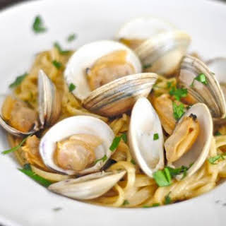 Linguine and Clams In Garlic White Wine Sauce.
