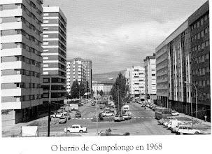 Photo: O barrio de Campolongo en 1968. Ó fondo vese o edificio da antiga Audiencia