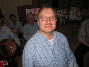Photo: Der bekannte Musiklehrer Stefan Wehrli vertritt Simon Dettwiler. Simon weilt in den Ferien im Ausland