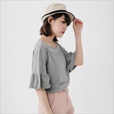 ⭐️韓國綉花荷葉袖上衣▶️$130