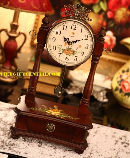 Đồng hồ gỗ để bàn kiểu quả lắc hoa văn hiện đại pha trộn nét cổ điển