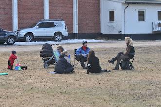 Photo: Lydighetstrening og skravling på fredagen. Ylva, Cato, Torhild, Jan Ståle, Tanja og Hanne koser seg i finværet.