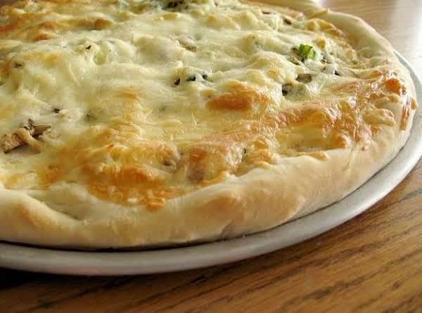 Garlic Chicken Deep Dish Pizza