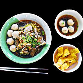 Thai Pork Noodle Soup  set meal, Pork Meatballs and Crispy Wonto by James Morris - Food & Drink Plated Food ( pork meatballs, crispy wontons, thai street food, thai pork noodle soup, set meal, thai set meal, thai food )