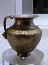 Photo: Silver jug from the hoard found under the house of Eupolemos in Morgantina, 3rd century BC .......... Zilveren kan uit de zilverschat die begraven was onder het huis van Euopolemos in Morgantina, 3de eeuw v.C.