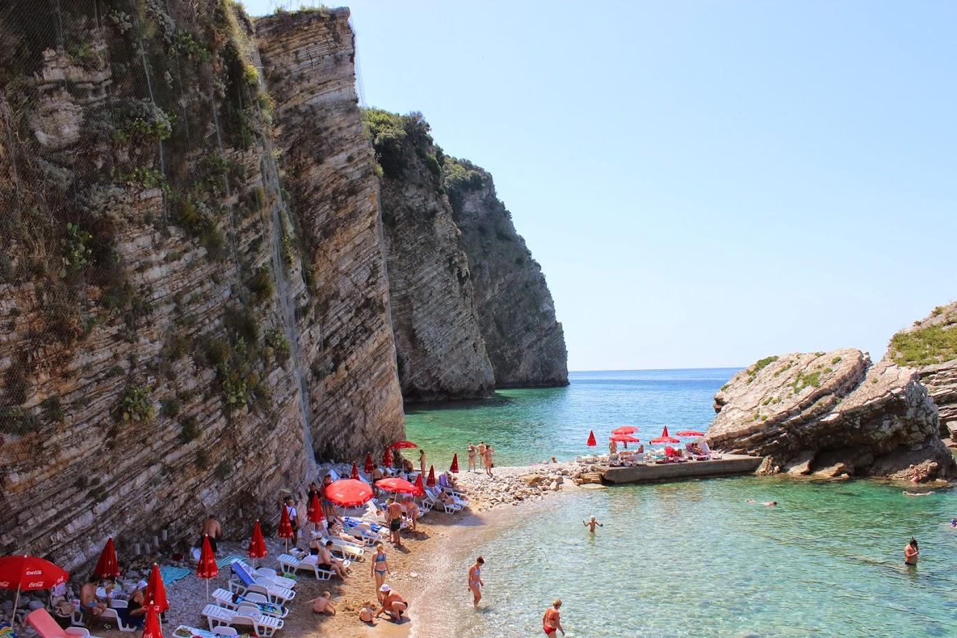 Пляж на острове Святого Николы в Будве Черногория
