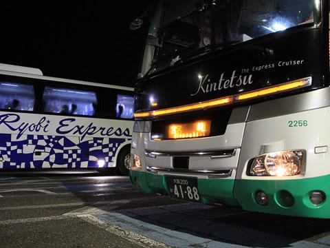 近鉄バス「ひなたライナー」 2256 龍野西SAにて_02