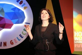 Photo: Konuşmacı Louise Fredbo Nielsen konuşmasını yaparken... www.gelecekgunu.org