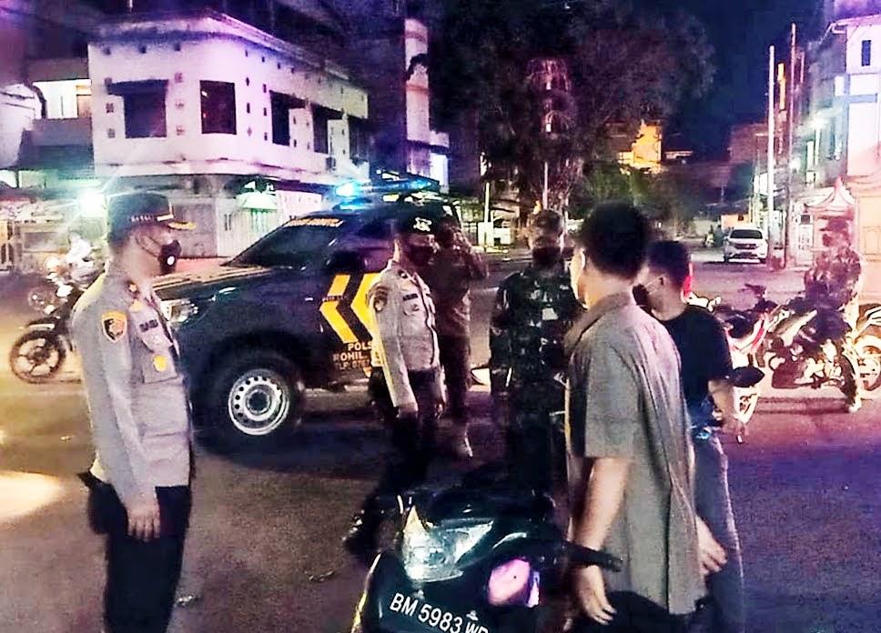Tekan Penyebaran Covid-19 Kapolsek Bangko Pimpin Patroli Sekalah Besar Gabungan TNI – Polri dan Satpol PP Kab Rohil