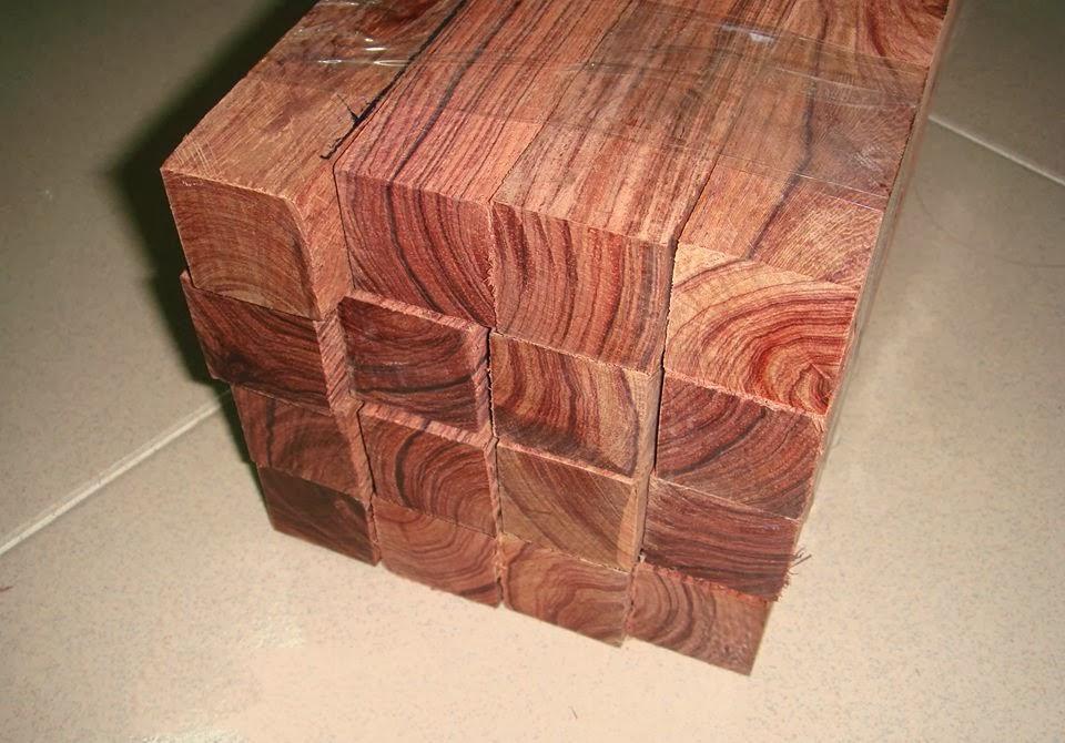 Có nên làm tủ bếp gỗ xoan đào