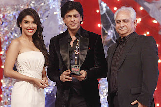 Photo: Shah Rukh Khan poses with 18th Annual Colors Screen Award which he won in the Most Popular Choice category. Also seen the picture are Asin and Ramesh Sippy