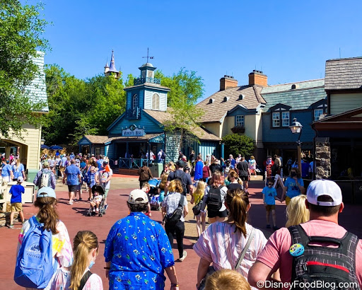 8 Things to Know About April in Disney World This Year