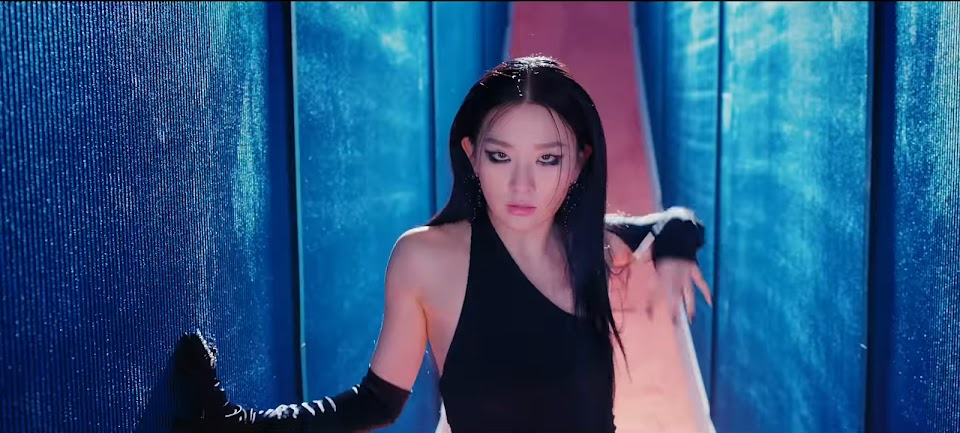 Red Velvet - IRENE & SEULGI 'Monster' MV 0-33 screenshot