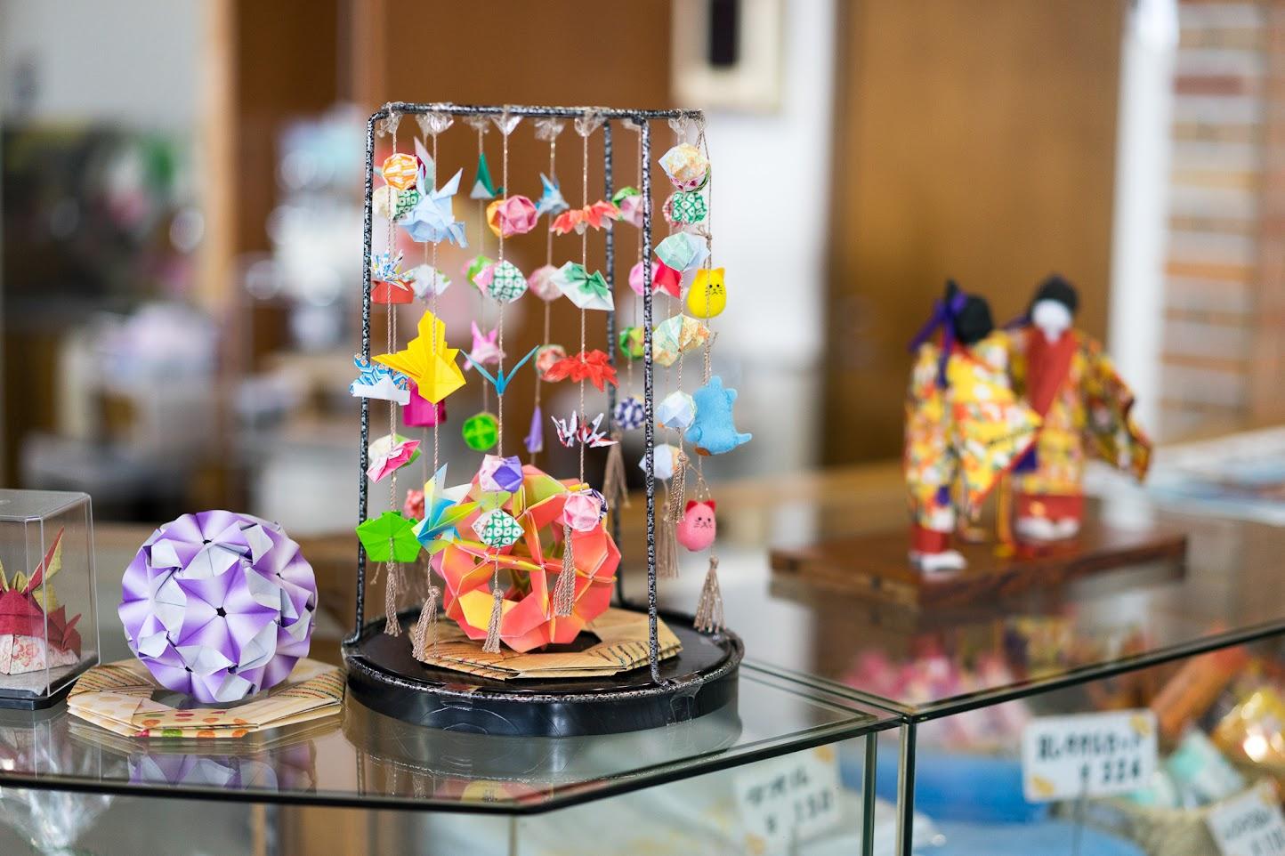 北竜温泉のフロントを飾る手工芸品