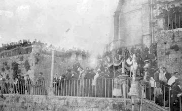 Photo: Procesión na fachada da Basílica de Santa María en Pontevedra.