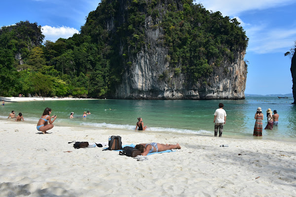 Relax at the beach of Hong Island