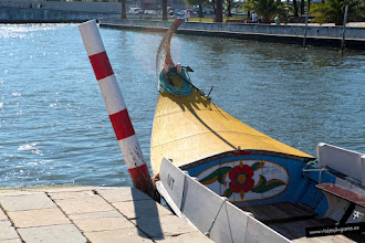 Photo: 2: Aveiro es una ciudad surcada por canales que recorren unos curiosos barcos llamados Moliceiros.