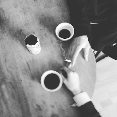 coffee and cigarettes di Elena Mazzucco