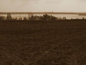 Photo: ... na Zalew Słup (zbiornik retencyjny na Nysie Szalonej). Prace budowlane trwały cztery lata, od 1974 do 1978r. W trakcie ich trwania zatopione zostały grunty wysiedlonych i zlikwidowanych wsi Brachów i Żarek. Pod wodami zalewu znajduje się pałac, w którym rezydował czasowo feldmarszałek Blücher - głównodowodzący armii prusko - rosyjskiej w Bitwie nad Kaczawą. http://pl.wikipedia.org/wiki/Zalew_S%C5%82up#cite_note-1