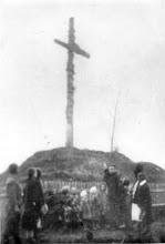 Photo: Отець Бойків з дітьми біля могили, 1936 рік