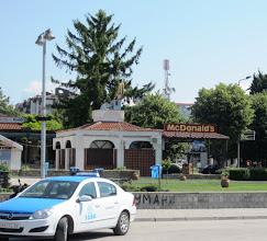 Photo: Ohridin ainoa McDonalds (kioskimuotoinen sellainen)