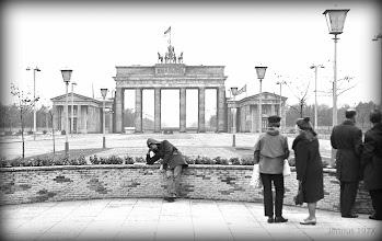 Photo: Ost - Berlin Brandenburger Tor  Pariser Platz