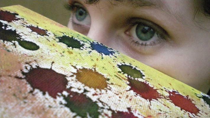 Il nascondino dei colori di petaloudha
