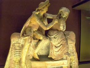 Photo: Couple sitting on their nuptial bed 150-100 BC, from the workshop of Nicostratos .......... Echtpaar op hun bruidsbed, 150-100 v.C., atelier van Nicostratos