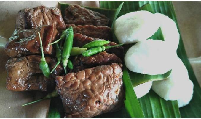 6. Kuliner Khas Jogja - Jadah Tempe
