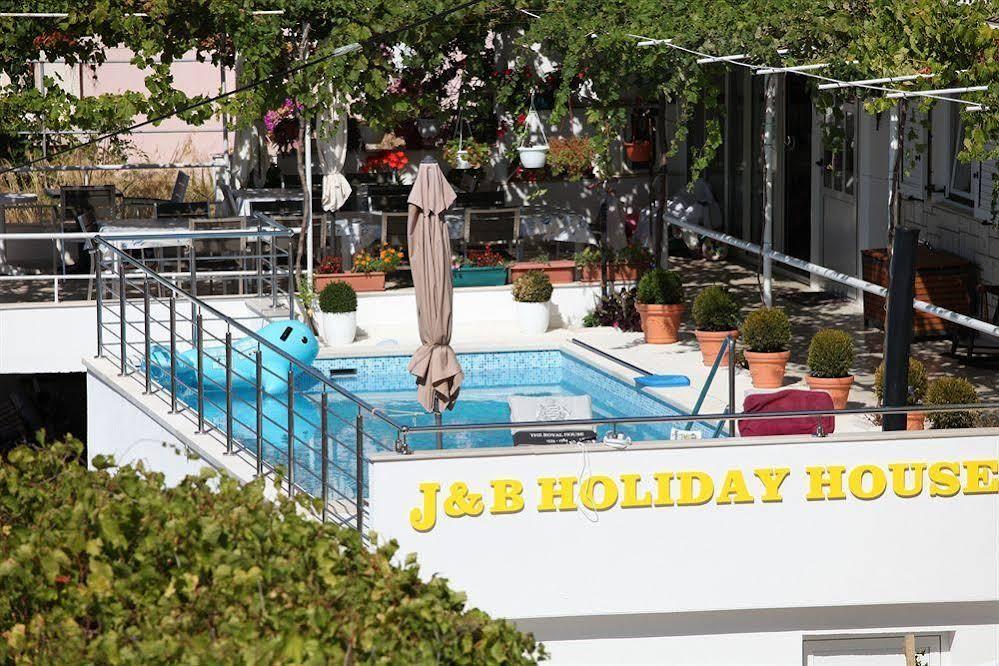 J & B Holiday House