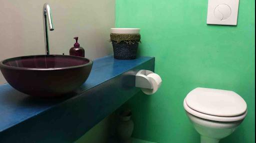 béton ciré plan de travail dans wc