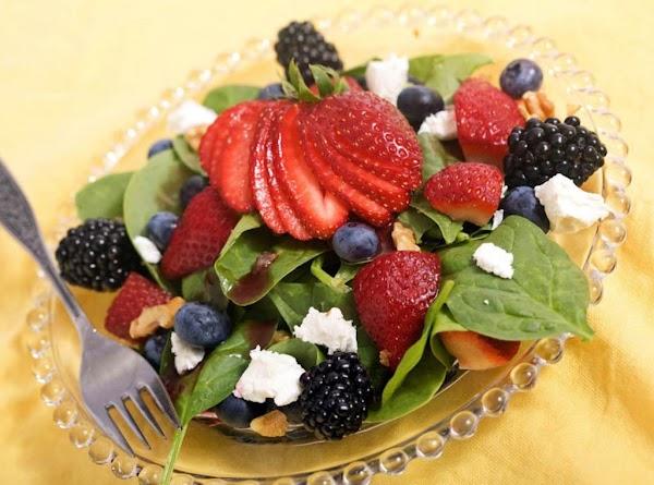 Berry Spinach Salad Recipe