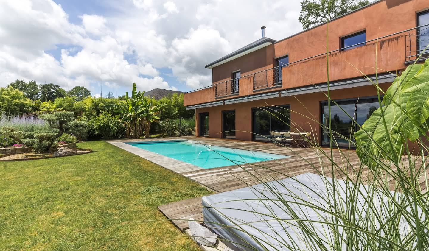 Contemporary house with pool and garden Pau