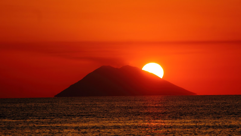 tramonto sullo stromboli  di ottavioart
