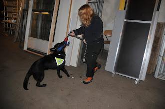 Photo: Joy leker med figurant May-Camilla