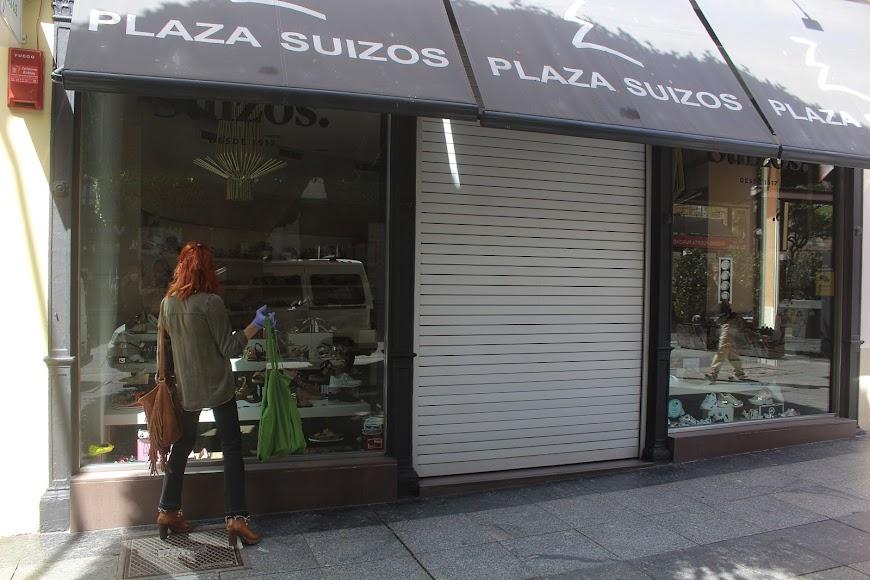 Zapatería Plaza Suizos, ubicada en Paseo de Almería.