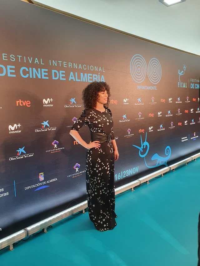 La actriz Mina El Hammani, a su llegada el sábado al Maestro Padilla. (Foto: Cine en Serie)