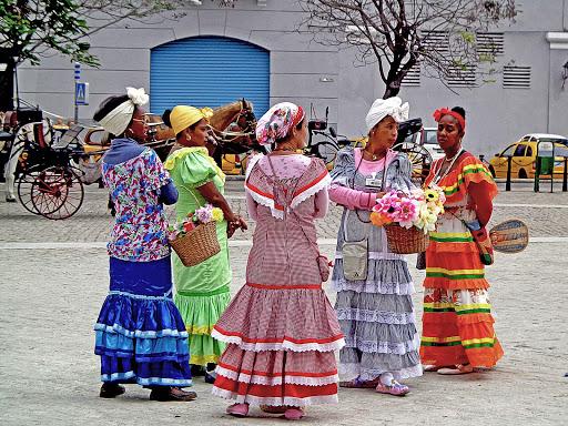 Cuba-Havana-flower-sellers.jpg - Flower sellers in Old Havana don traditional dress.