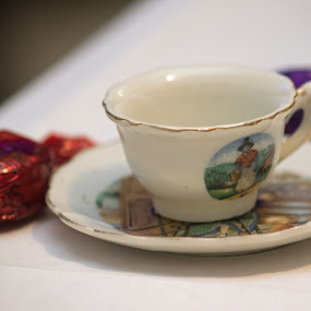 alice in wonderland by Paul Foot - Artistic Objects Cups, Plates & Utensils