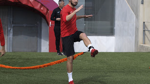 Marco Motta haciendo ejercicios físicos.