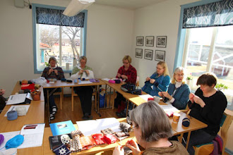 Photo: Ursula hade en eftertraktad workshop i tvåfärgsvirkning.