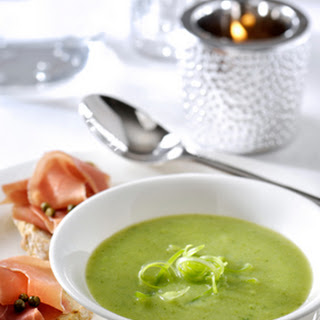 Broccoli- & bosuitjessoepje en crostini met Parmaham en groene pepertjes