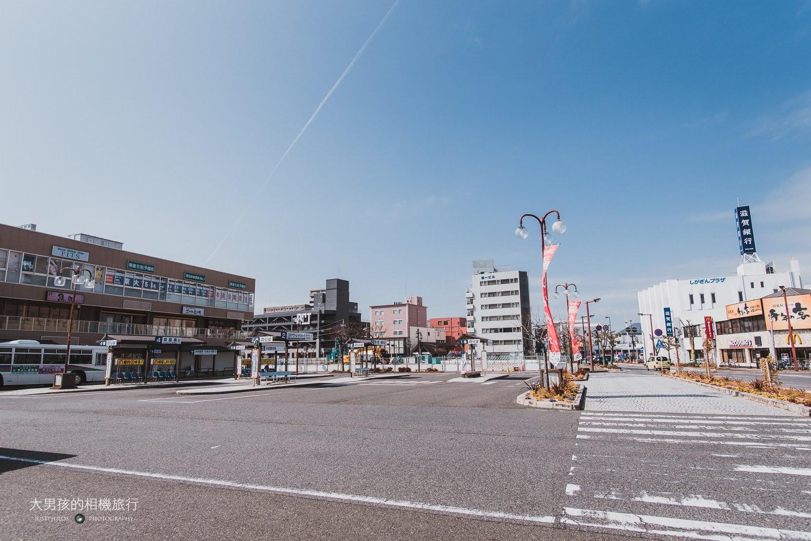 近江八幡站前。