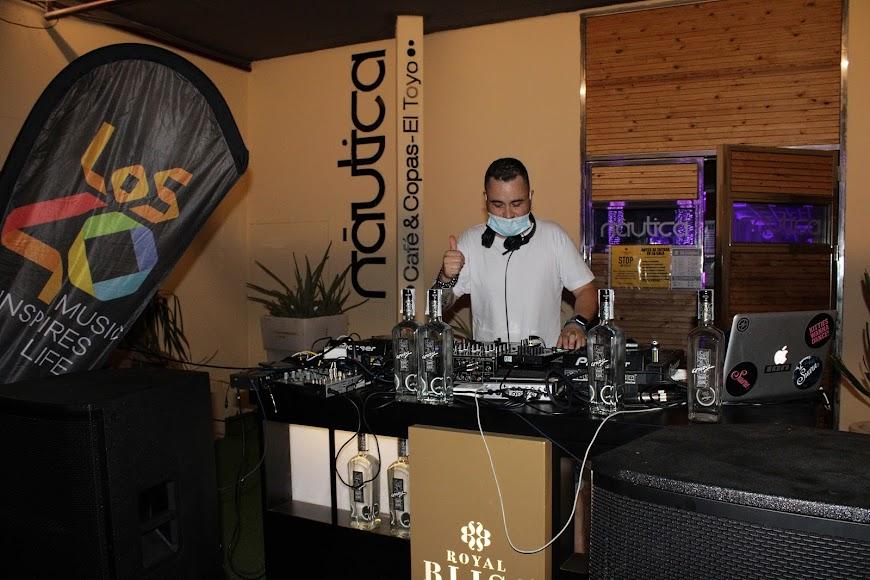 El dj Kiko de Sierra ofreció la mejor música, fresca y actual en la fiesta de Náutica.
