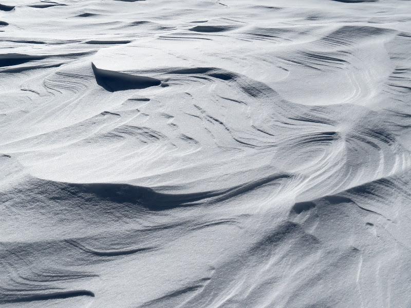 tracce di vento su neve ghiacciata di mariellaturlon