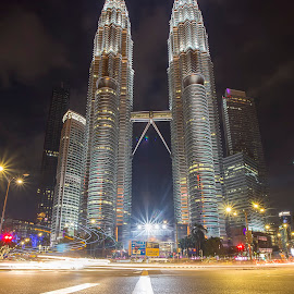 Petronas Twin Tower by PENDI KAMRI - City,  Street & Park  Skylines ( #twin tower #kuala lumpur #night #light #skylines )