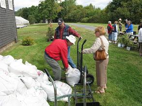 Photo: Le compost s'est très bien vendu!