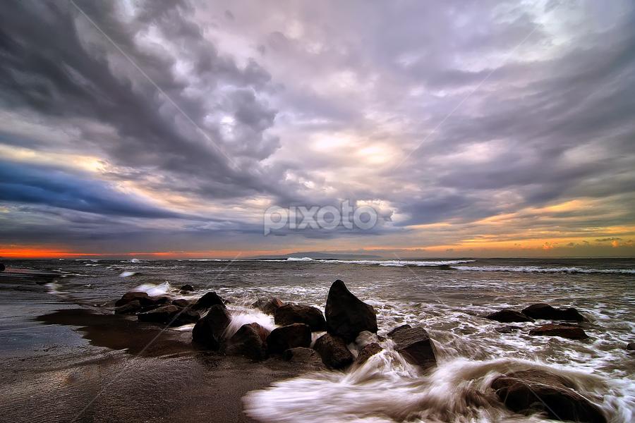 cloudy morning by Bigg Shangkhala - Landscapes Weather ( bali, stream, pwcfoulweather, sea, ocean, beach, sunrise )
