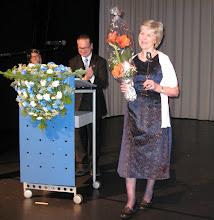 Photo: Ritva Etelämäki on saanut Vuoden 2011 Kulttuuriseppä -palkinnon monikulttuurisessa itsenäispäiväjuhlassa 6.12.2011 Tikkurilan lukiossa.